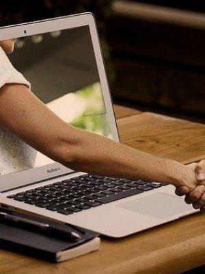 handshake-3382503_640